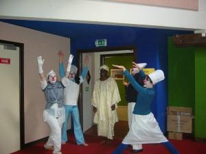 Mars 2009 - 8èmes Journées Voix : Fatima Démé acclamée par les clowns de Tactil Souk